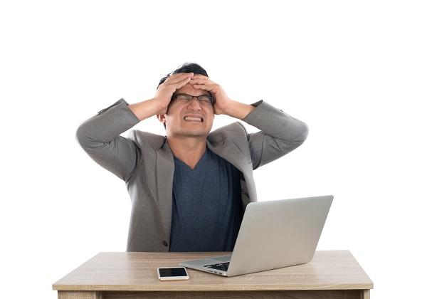 חוסר אונים מול הפיתויים באינטרנט (אילוסטרציה)